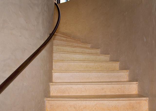 לאחר צביעת חדרי מדרגות