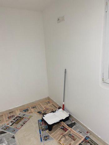 איך צובעים קיר עם רולר